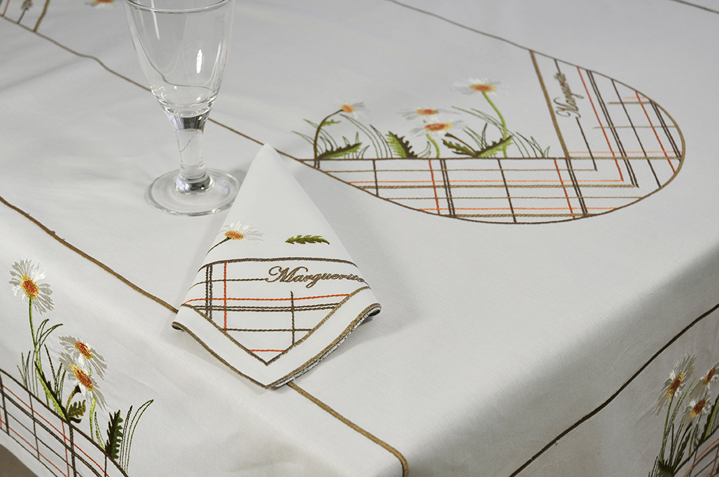 serviette de table brod e 43x43 marguerite blanche. Black Bedroom Furniture Sets. Home Design Ideas