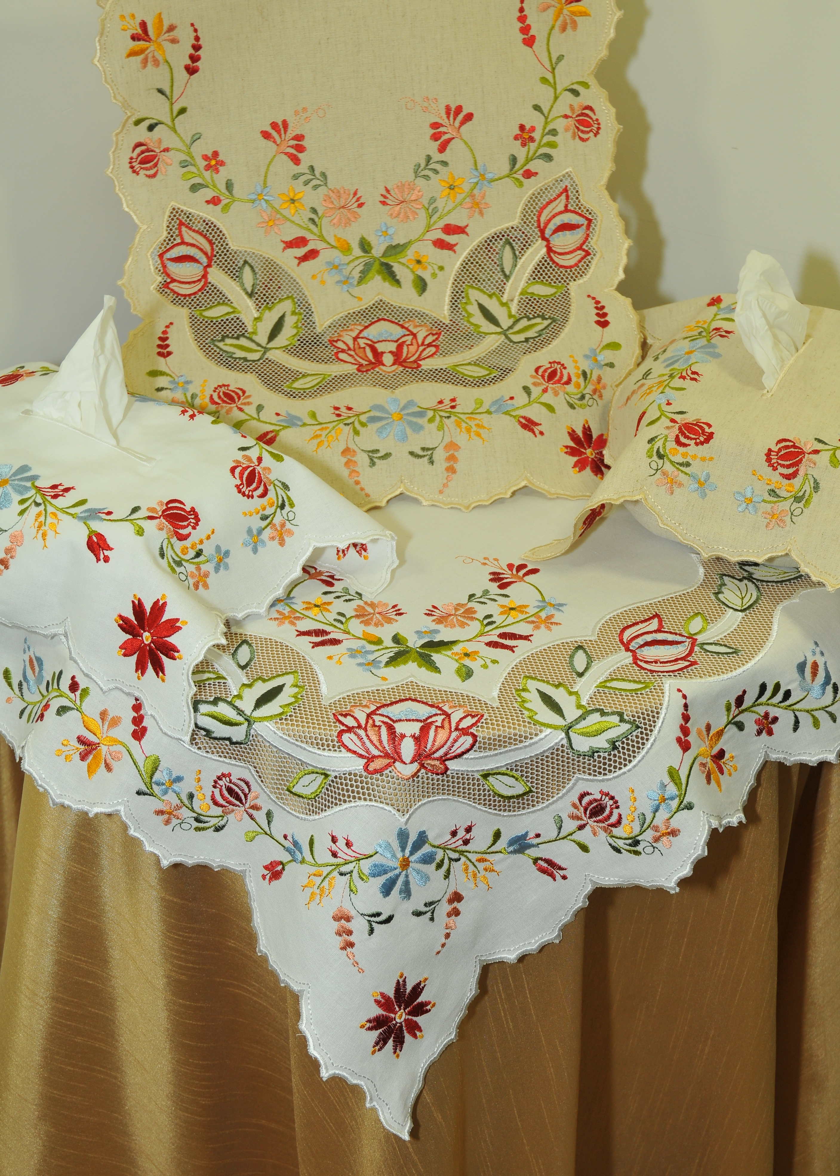 chemin de table brodé 38x98 blanc fleurs
